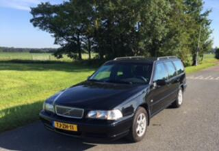 Volvo V70 2.5 Sports-Line Climate Control, Cruise Control, Nwe All Season banden, 13 mnd APK, Thaak, Pracht Youngtimer
