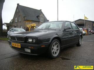 Maserati 424 sedan,